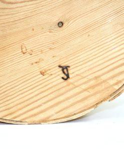 Bilden visar Stor rund näverburk med lock och träknopp björknäver detalj signatur