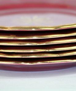 Bilden visar Arthur Percy – Röd Rubin assiett 453 / 23 dekor Eugen Trost detalj guldkanter