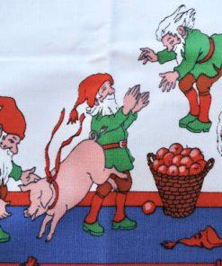 Bilden visar Retroduk – Julduk med tomtar och julgrisar Jenny Nyström detalj tomtar