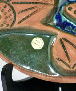 Bilden visar Laholms keramiktavla – Väggplatta motiv fågel Fenix detalj