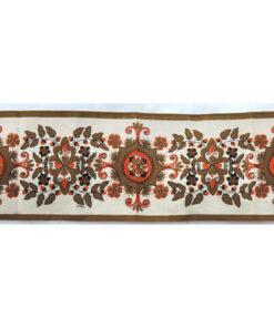 Bilden visar Retroduk May Bühler – Löpare kurbits-mönster fram