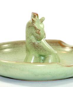 Bilden visar Gabriel Keramik skål 759 – Oliv häst askkopp detalj