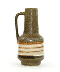 Bilden visar VEB Haldensleben 4070 keramikvas Fat Lava hänkel