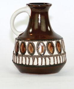 Bilden visar VEB Haldensleben keramikvas 4077 Fat Lava hänkel sida