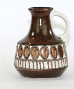 Bilden visar VEB Haldensleben keramikvas 4077 Fat Lava hänkel
