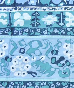 Bilden visar Maija Isola - Marimekko Resla textil blå blommig detalj